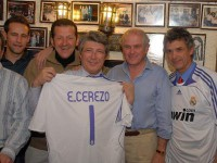 Enrique_Cerezo_posa_camiseta_Madrid