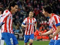 Falcao y Tiago celebran el gol de penalti logrado por el colombiano