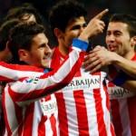 Diego Costa celebra el gol ante el Valladolid con Koke y Gabi.