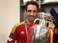 Juanfran con la Copa de Europa