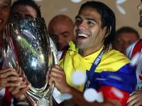 Falcao con la Supercopa de Europa 2012.