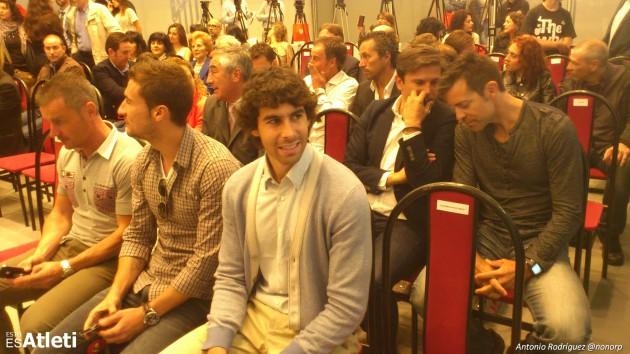 Jugadores y ex jugadores en la presentación del libro del Cholo Simeone