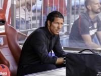 Simeone en el banquillo del Atletico de Madridac
