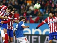 Godín remata a gol contra el Athletic