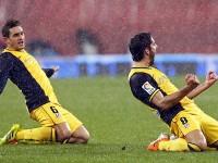 Koke y Raúl García festejan gol al Athletic